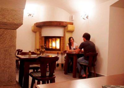 03-romanticke posezeni ve dvou v zamecke vinarne